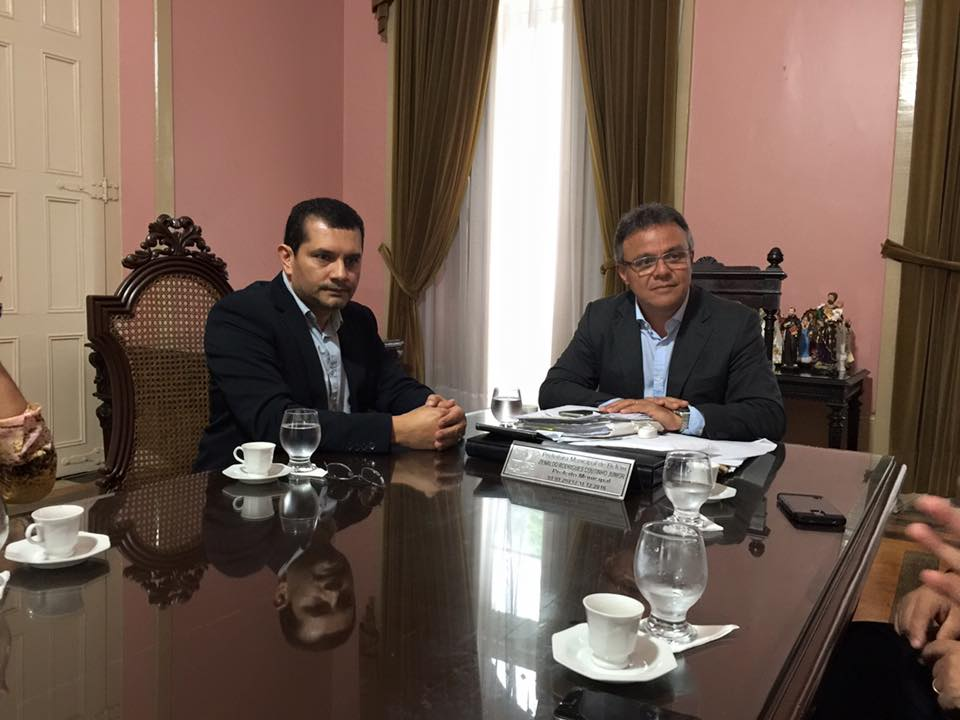Wagner Muniz (e) esteve na sede do Executivo Municipal, no centro histórico de Belém, para tratar de questões importantes dos profissionais com o prefeito Zenaldo Coutinho (d).