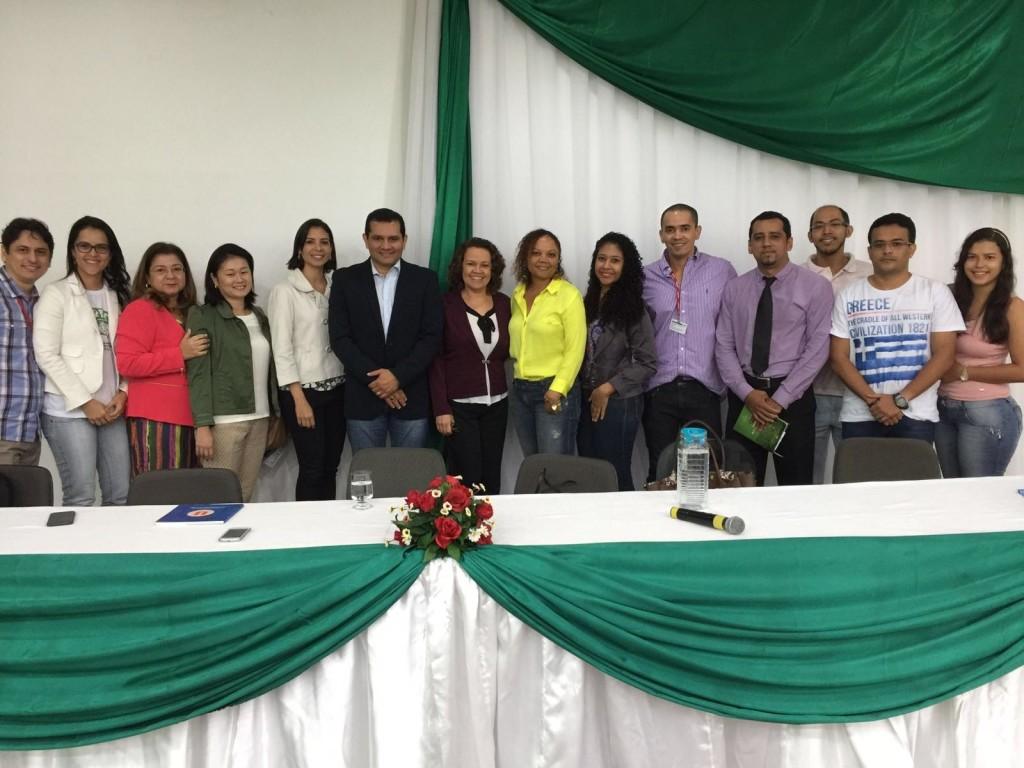 O Dr. Wagner Muniz (c) e a Dra. Lilian Rose (c) participaram do Bate Papo do Saber em Manaus (AM) e esclareceram diversas dúvidas durante a conversa com profissionais e acadêmicos.