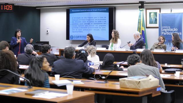 foto audiência pública sobre escassez de cursos de Terapia Ocupacional no Brasil